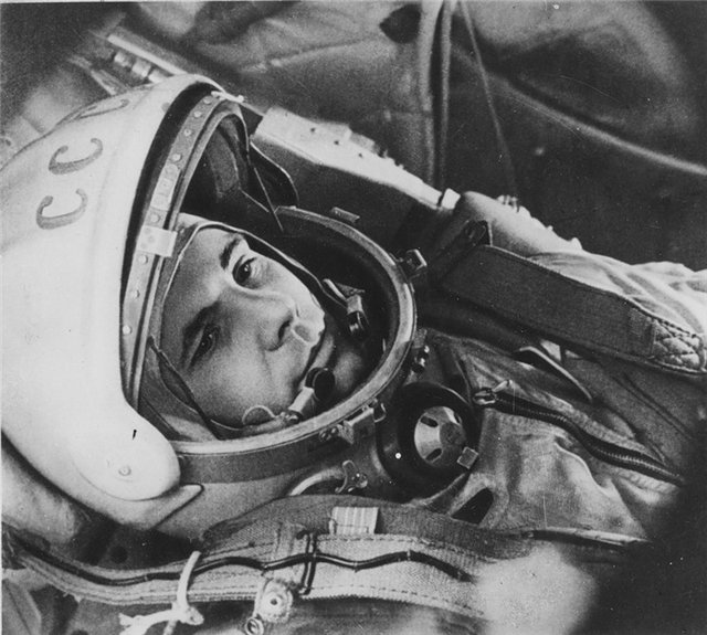 http://veselajashkola.ru/wp-content/uploads/2011/11/Gagarin_Uyri_v_kosmose_3.jpg