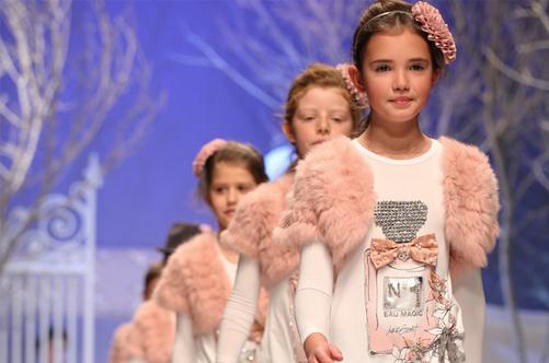 детский показ мод фото