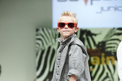 показ мод детской одежды
